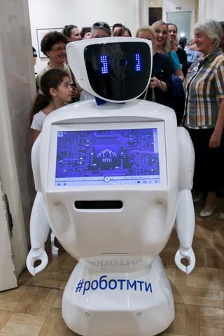 Бездействовать при опасности ичтить Конституцию: Власти разработали этический кодекс для роботов