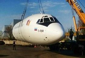 По Москве везут самолет