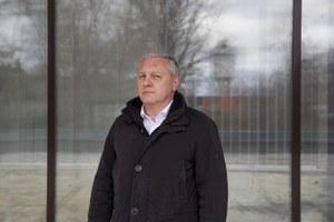 «Не все деревья ведут себя как положено»: Депутат Колесников — о парках и детстве на Уралмаше