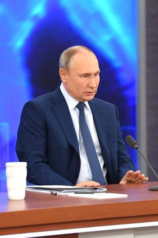 Путин пообещал 23марта привиться отCOVID-19. Смомента создания вакцина «добиралась» донего больше полугода