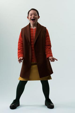 AliExpress иБританская высшая школа дизайна запустят лабораторию, где будут делать одежду для детей ссиндромом Дауна