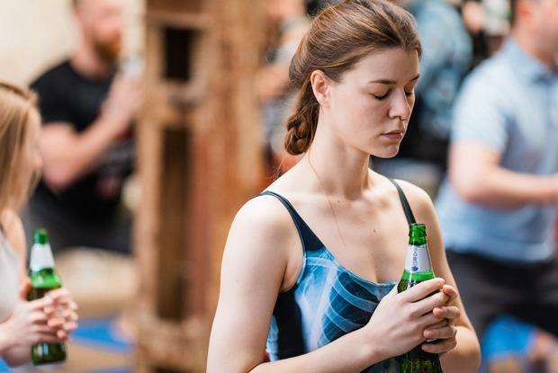 «Это вовсе не шутки»: Что происходит на пивной йоге вМоскве