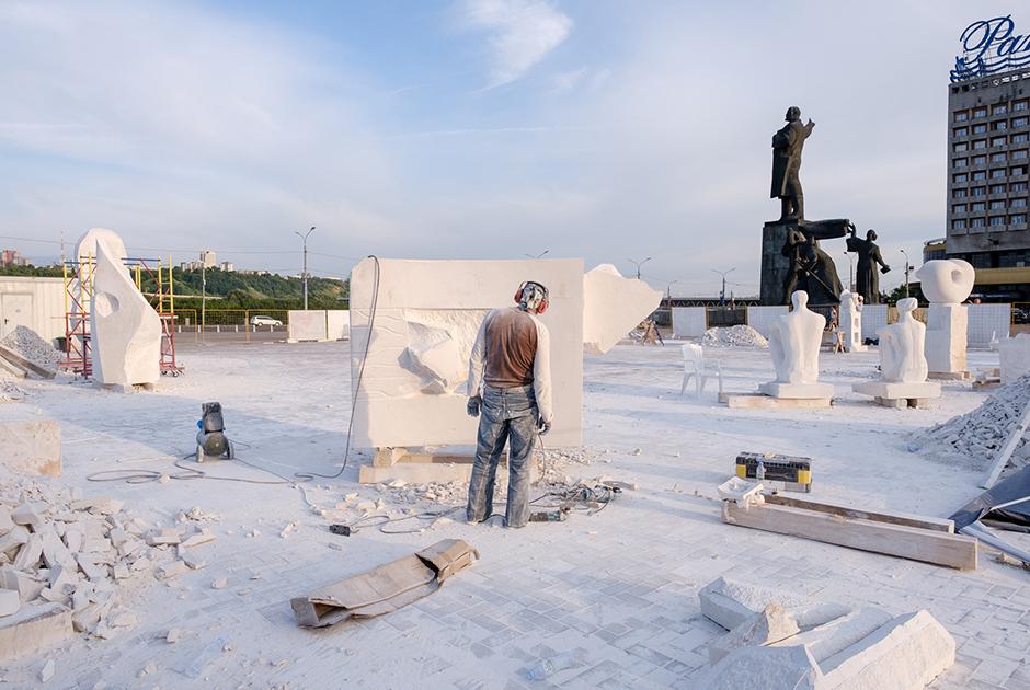 Скульптурный симпозиум на площади Ленина