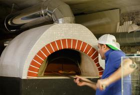 Возможно, лучшая пицца вгороде: Bella Napoli
