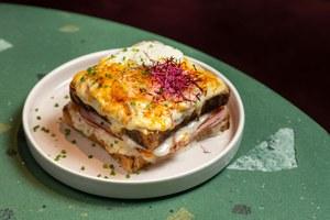 Несложные завтраки дома: Печеные яйца, французский тост, оладьи сбеконом имногое другое