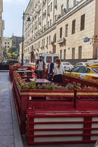 ВНикитском переулке наместе парковки появилась зона отдыха