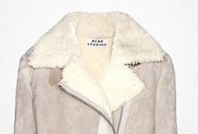 Что надеть: Дублёнка Acne, платье Emma Cook, ботильоны Yves Saint Laurent