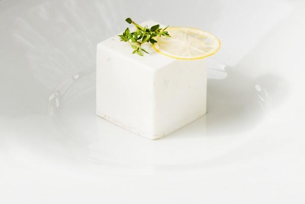 Вкус соснового леса и чёрный чеснок: Самые необычные десерты Петербурга