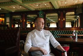 «Плохое настроение всегда влияет на еду»: Как устроен рабочий день шеф-повара