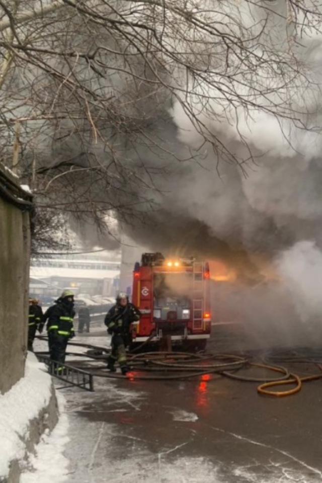 НаВаршавском шоссе загорелся склад