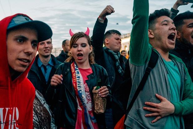 «Алые паруса»: Как гуляли выпускники в центре Петербурга