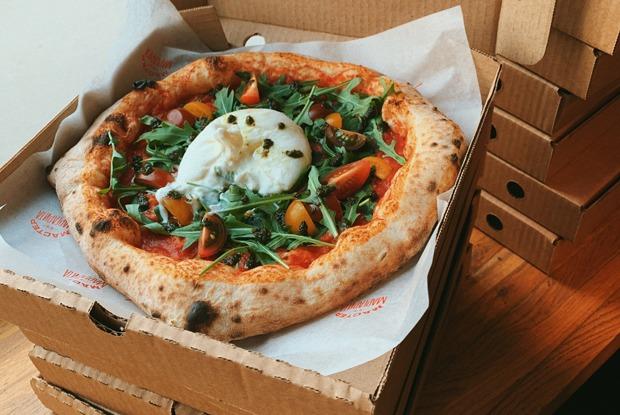 Петербургскую пиццерию открыли за девять дней до карантина. Какона работает сейчас?