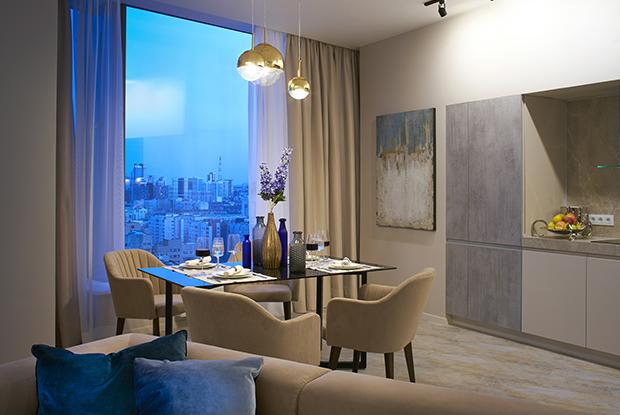 Виниловые стены и радиальная планировка в апартаментах в башне «Исеть»