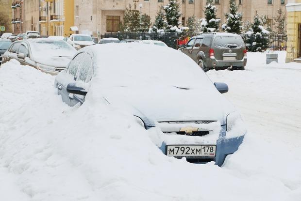 Cугробы Петербурга: Как город занесло снегом (и как его пытаются убирать)