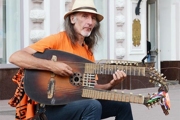 Почему в Москве борются суличными музыкантами
