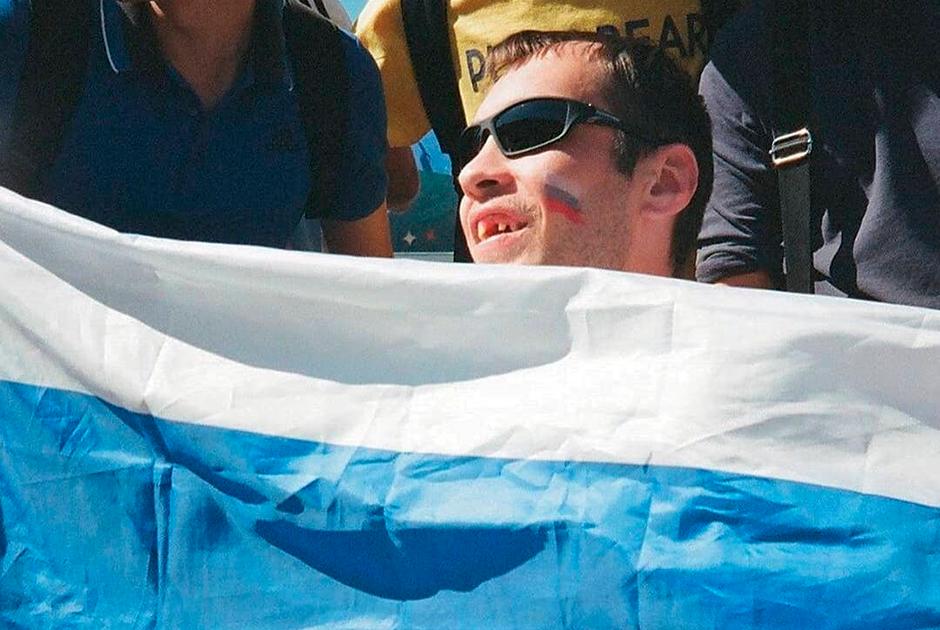 Инстаграм flagseverywhere о случайно встреченных флагах России