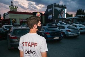 Как работает первый летний автокинотеатр Екатеринбурга