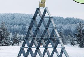 Дом из водонапорной башни, сумки для митингов, собаки в американском раю идругие русские проекты
