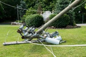 Как не погибнуть отоборванного провода наулице