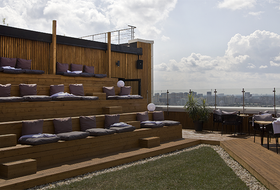 Руфтоп-веранда Kitchen с трибунами на 24 этаже Clever Park