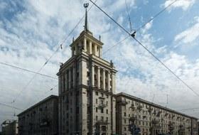 Я живу в доме сошпилем у парка Победы (Петербург)
