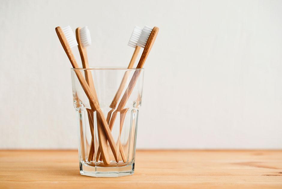 Как часто менять расчески, зубные щетки, мочалки идругие вещи, которыми выпользуетесь годами