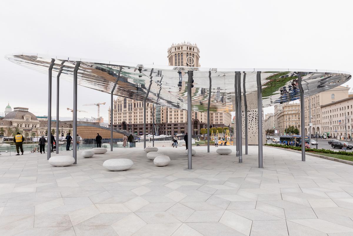 Площадь перед Павелецким вокзалом наконец-то открылась. Вот как она выглядит