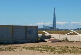 Как жители Васильевского острова воюют с забором, закрывшим проход на местный пляж