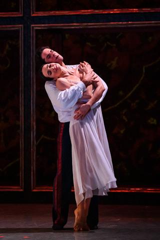 Два спектакля фестиваля современной хореографии Context перенесли