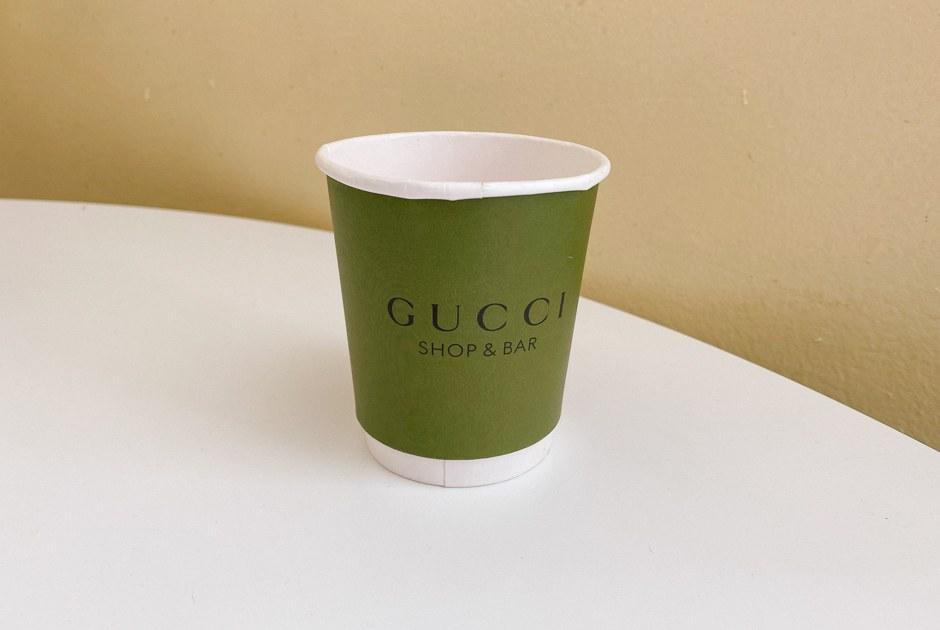 Одноразовый бумажный стакан Gucci за15тысяч рублей на«Авито»
