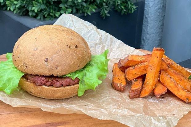 «Я месяц пыталась есть искусственное мясо, но 🤮🤢»