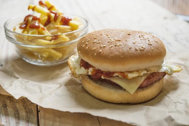 Самый дорогой исамый дешевый бургер вПетербурге