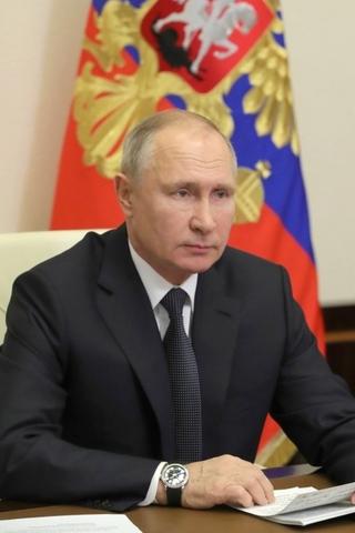 Рейтинг Путина продолжает падать. Ему доверяют только треть россиян