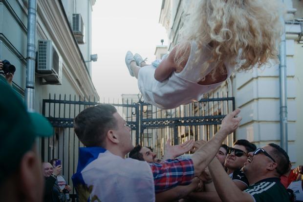 Что происходит наглавной футбольной улице Москвы