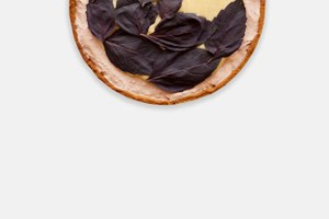 Клубнично-базиликовый тарт скокосовым заварным кремом