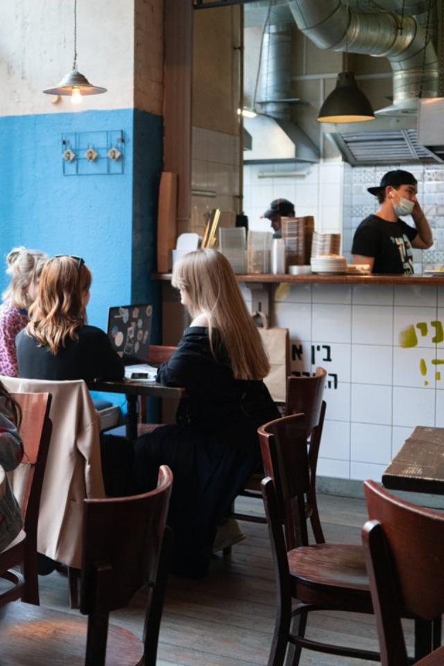 «Фонтанка»: В Петербурге введут «комендантский час» для ресторанов