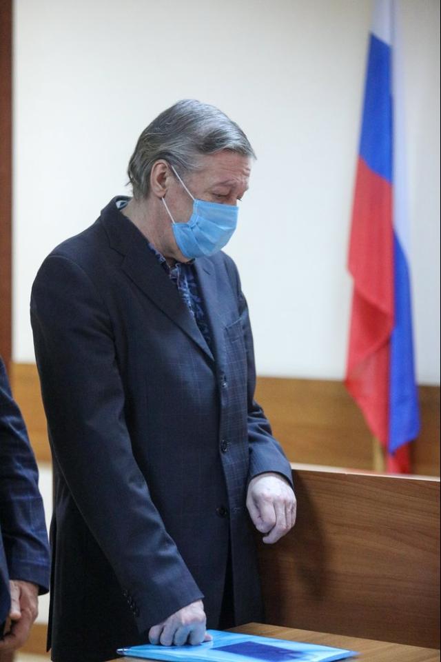 Актера Михаила Ефремова приговорили к8годам лишения свободы