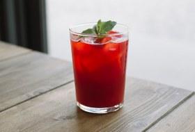 Копчёный пунш с ягодами иещё четыре летних безалкогольных коктейля