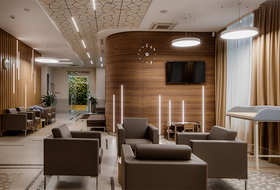 Кафе здорового питания и фито-стены: Как устроена новая клиника на Малышева — Луначарского