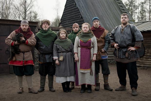 «Такая военная демократия»: Как живут искем сражаются викинги под Выборгом