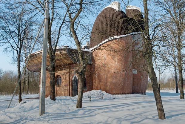 Лодки или грибы: Самая необычная церковь России