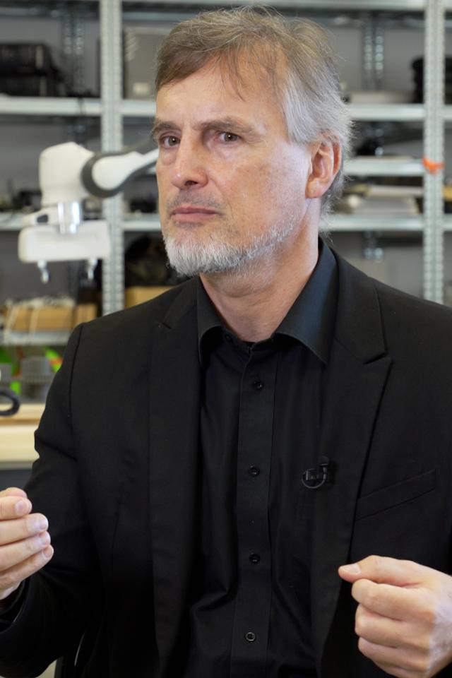 «Глубокое обучение»— курс онейросетях сученым Юргеном Шмидхубером