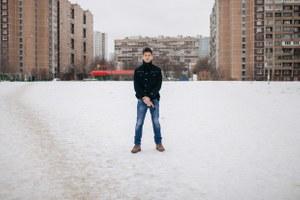«Стрелять в первую очередь стоит по ногам»: Зачем москвичи покупают оружие