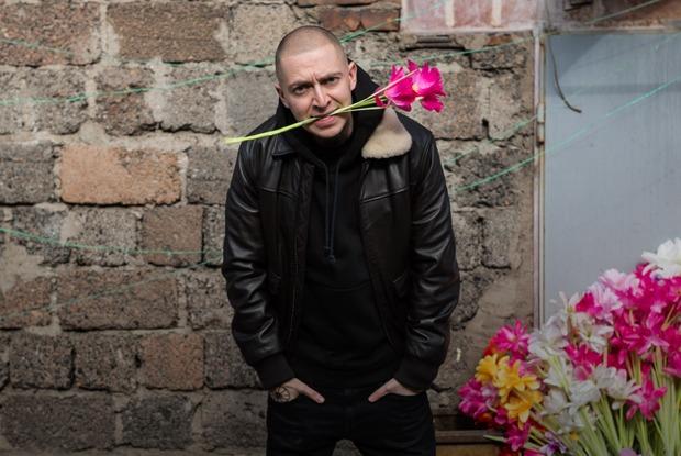 Oxxxymiron— одворах Лиговского проспекта ицентре русской рэп-культуры
