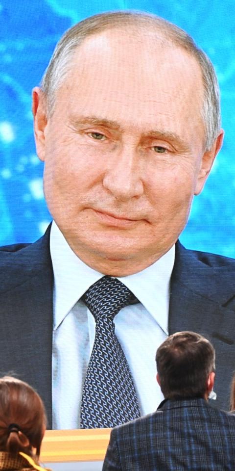 Владимир Путин утвердил поправки, позволяющие ему баллотироваться еще на два президентских срока