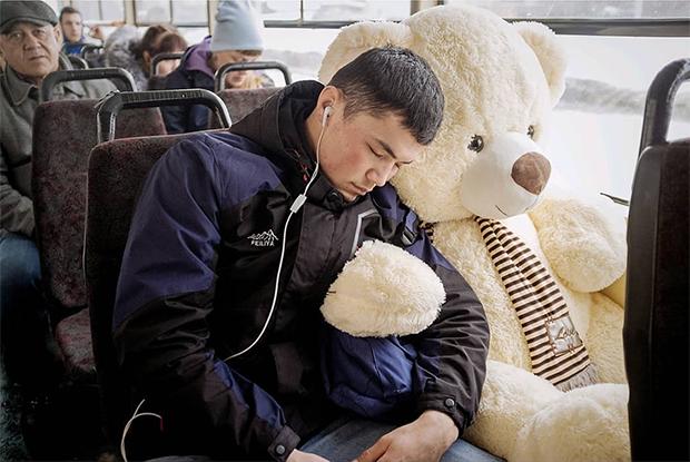 «Думают, что я безбилетников снимаю»: Инстаграм уличного фотографа из екатеринбургского трамвая