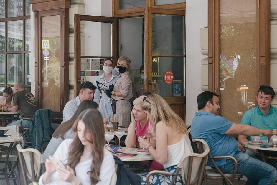 Сталоли больше людей вкафе иресторанах Москвы этой весной