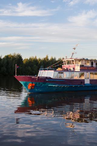 Корабль-кинотеатр Okko бесплатно отвезет гостей Cosmoscow до ярмарки blazar