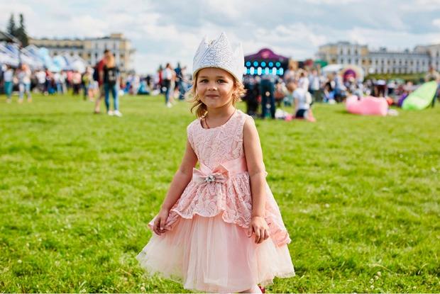 Дети в городе: Куда пойти всей семьей впервые летние выходные
