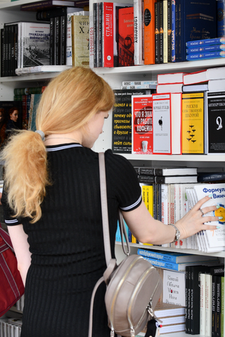 Самые популярные зарубежные книги среди молодежи